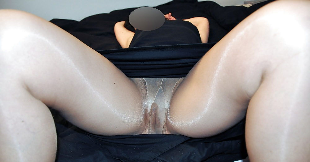 Free hairy pussy in stockings pics