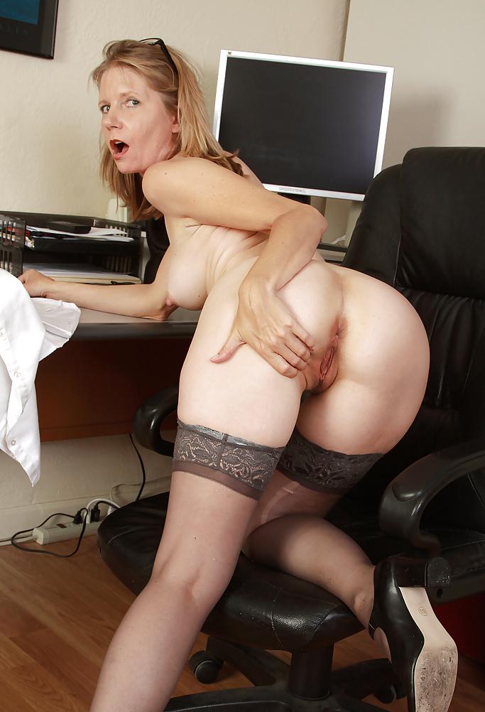 раздолбай порно зрелые секретарши в чулках с фото дело закончились тем