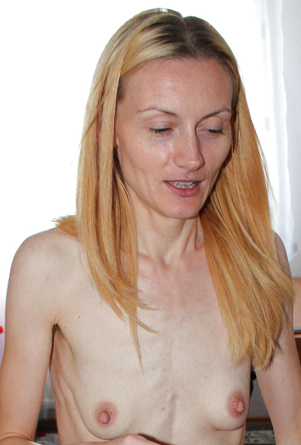 Flat tits long droopy