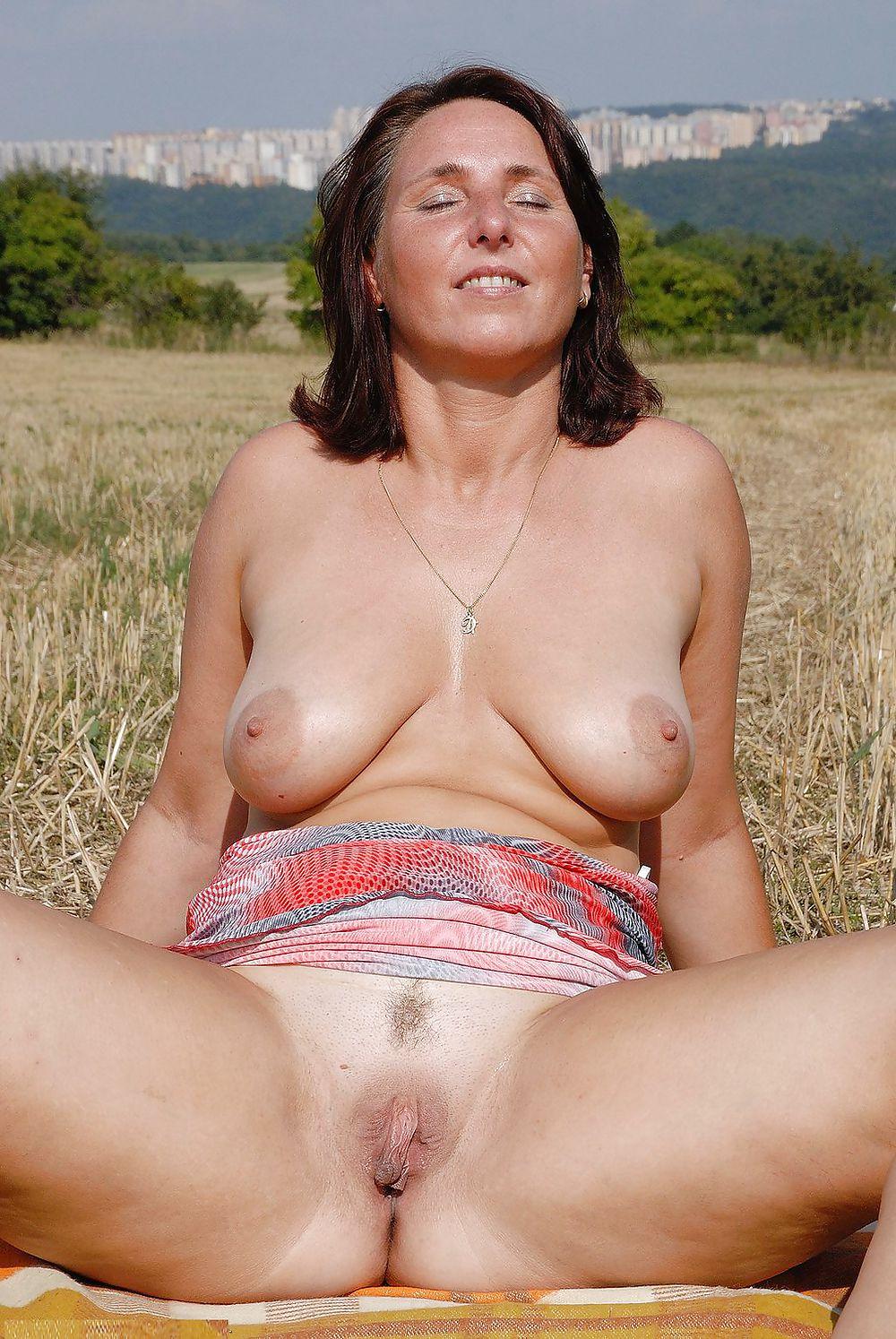 Natural mature women, mature nude photos