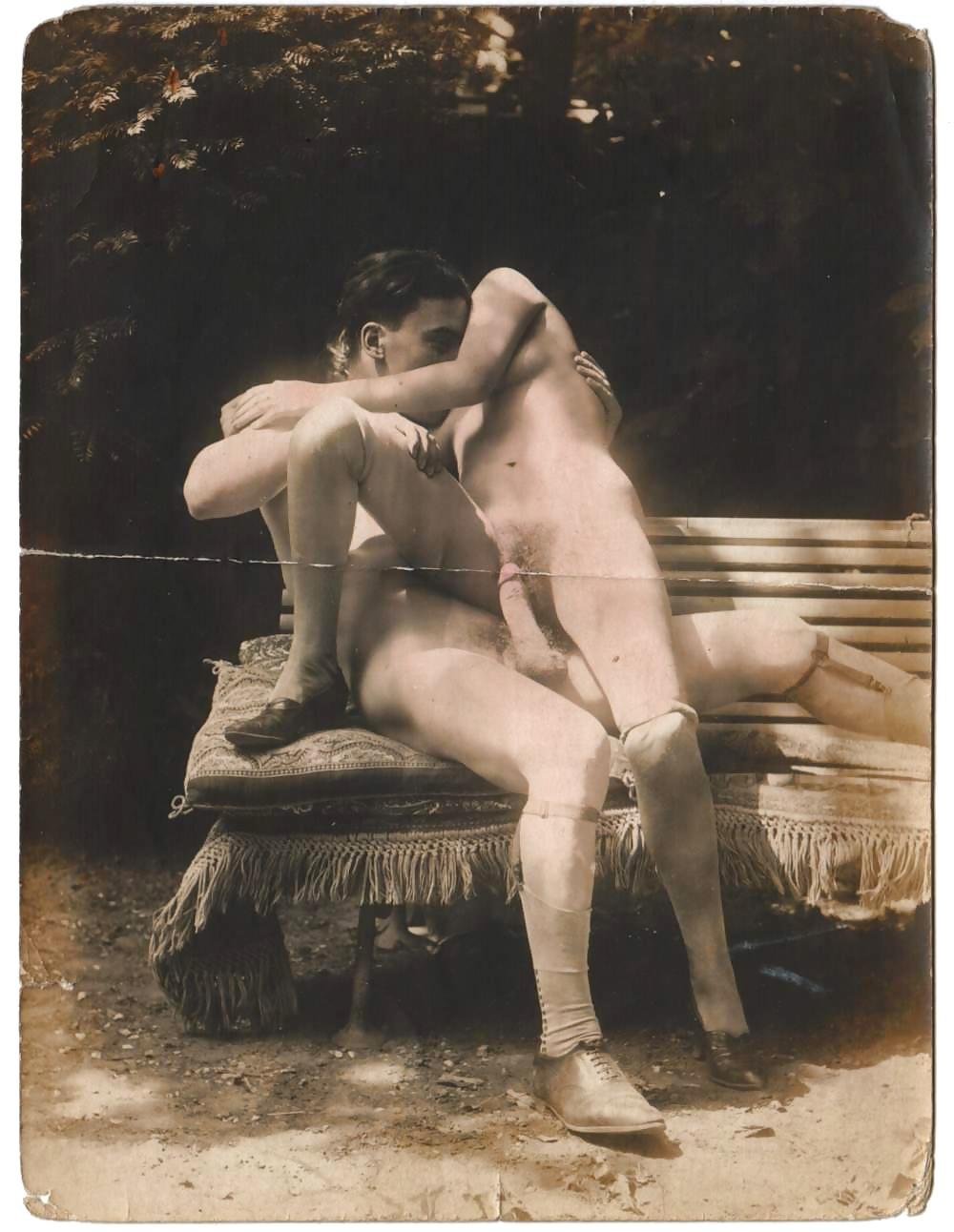 начала фотографироваться секс у крестьянок в давние времена этом сайте большими