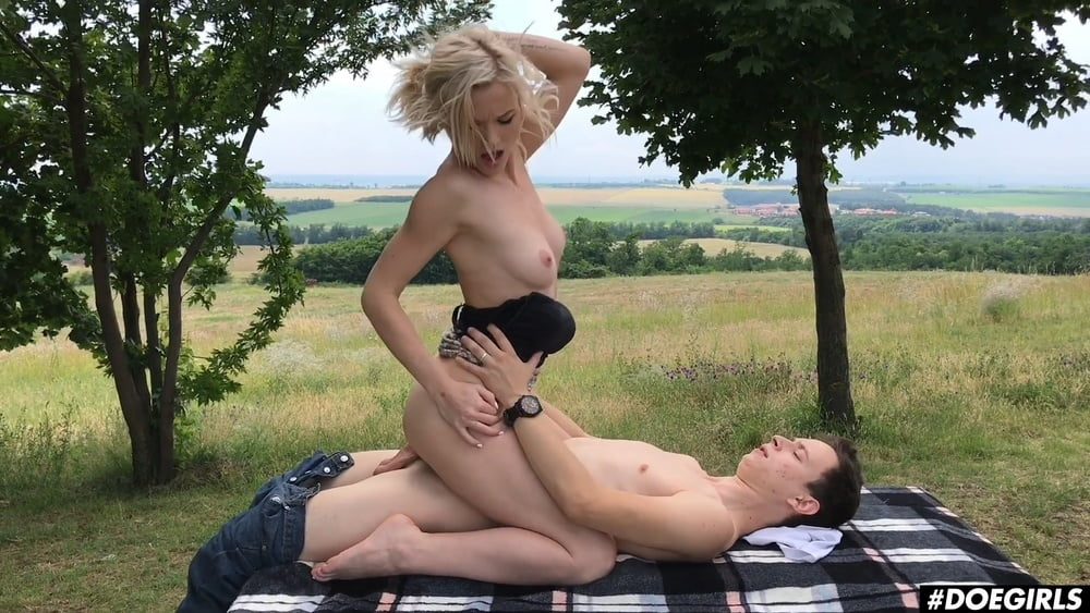 Risky Outdoor Sex Ends With Anal Sex and Cum In Mouth