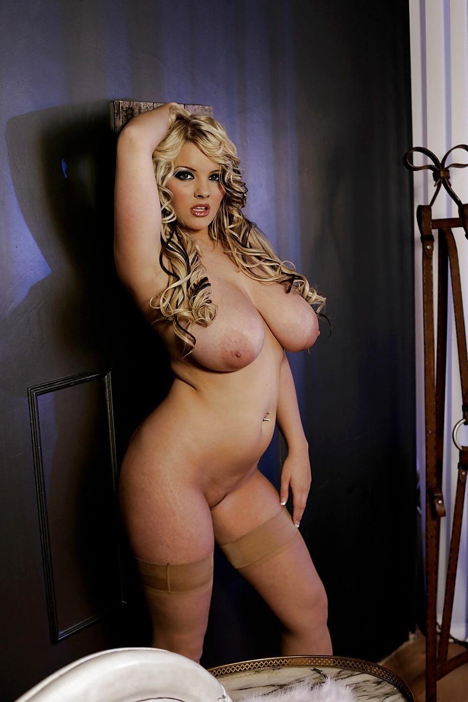 Эро фото зрелая блондинка с пышными формами