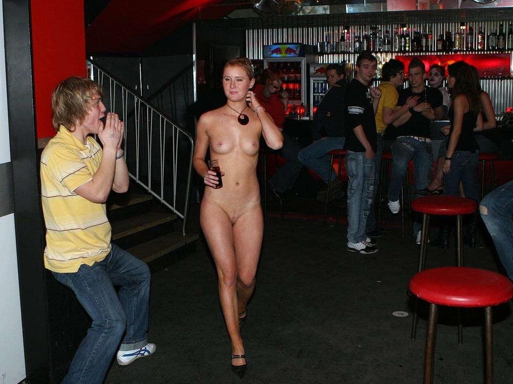 Шоу девушки раздевание публика секс