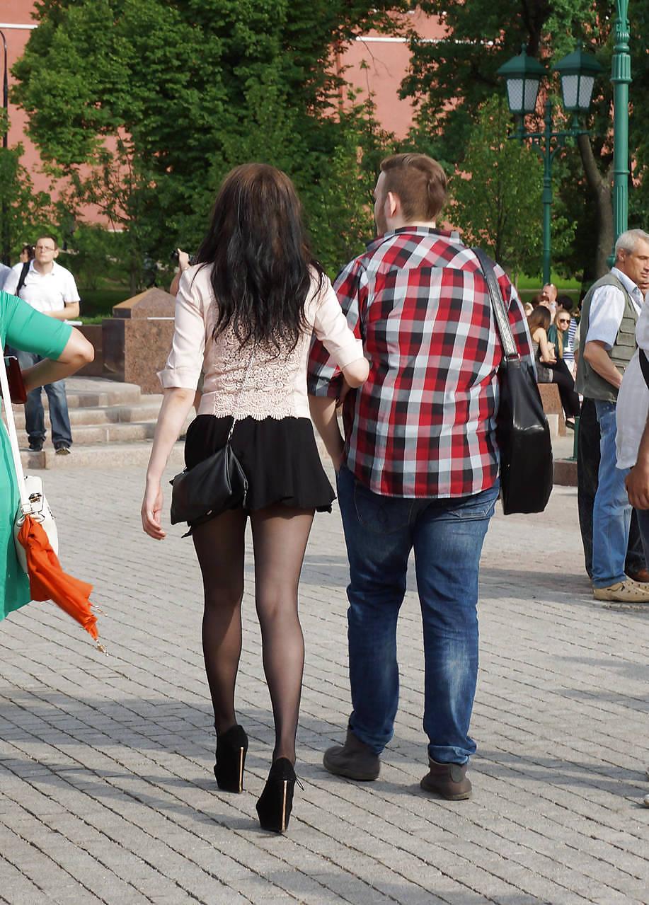 девушка в мини юбке раздела парня выебли, так