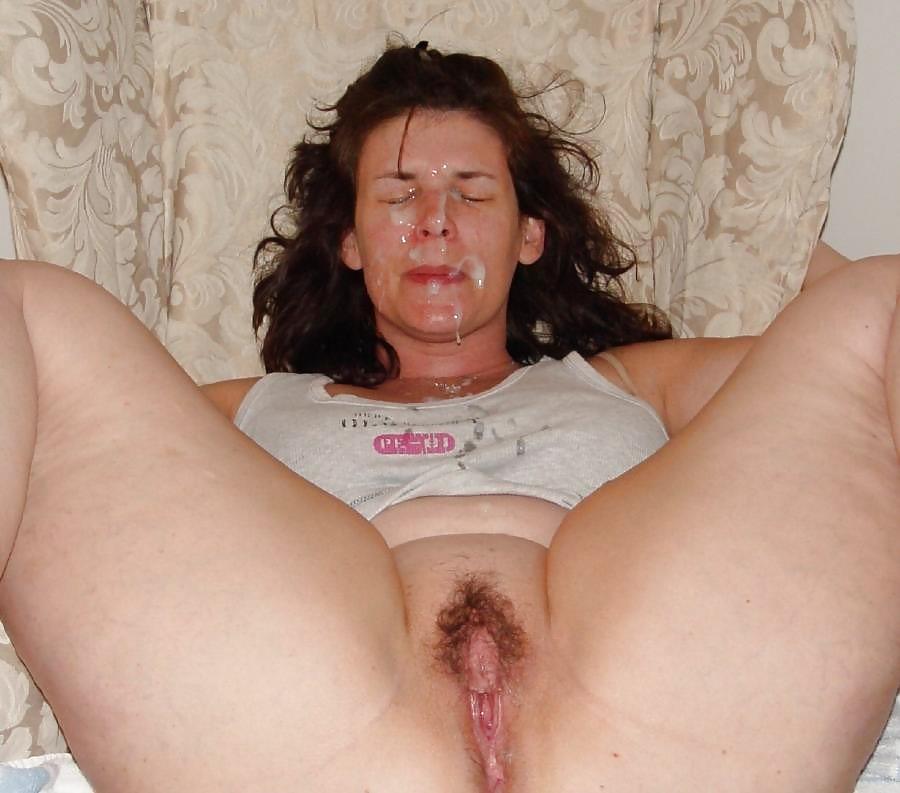 Hot Nude 18+ Milf sucking shaved balls
