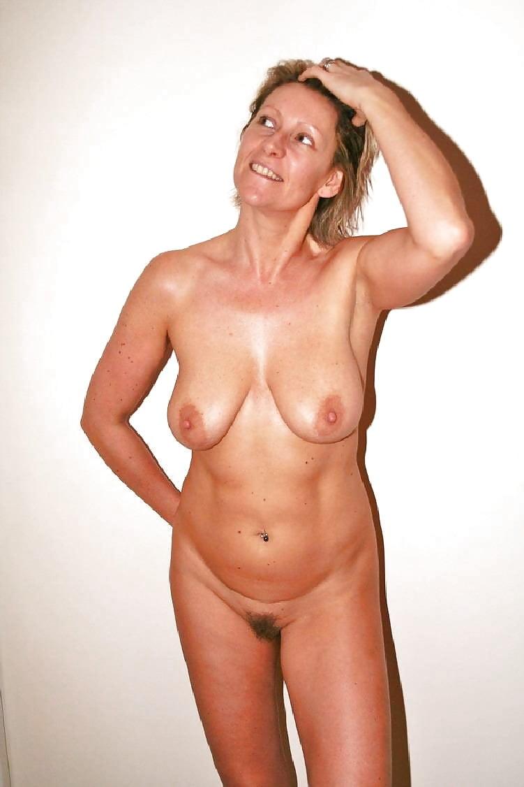 short-hair-housewives-nude-photo-exhibition-sex-amateur