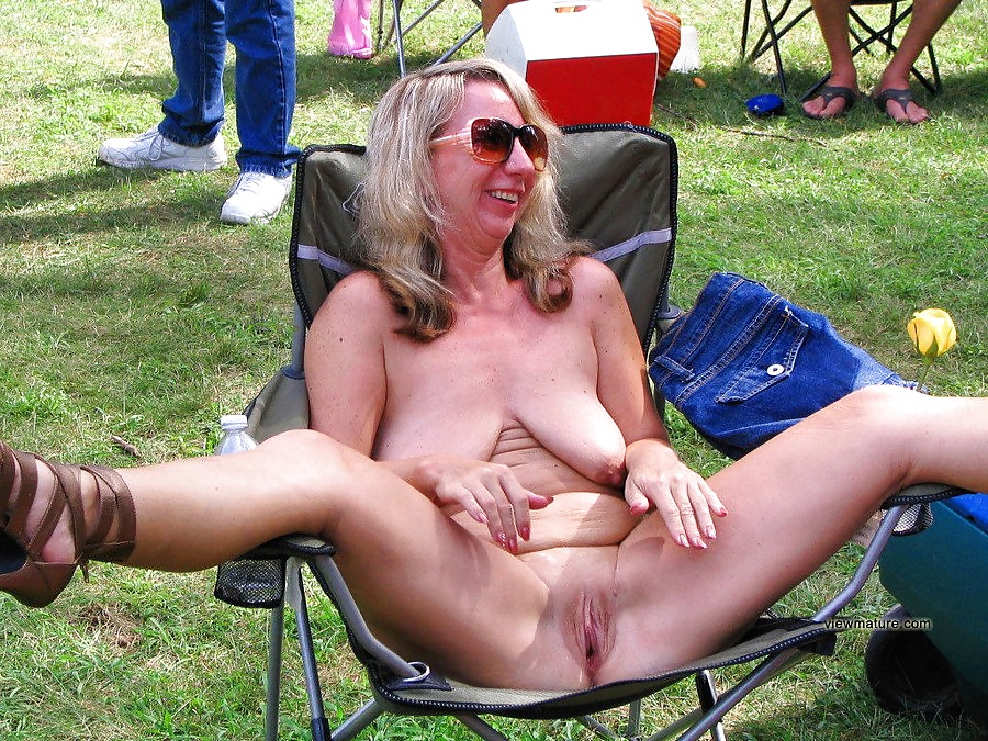 Ideal Nudes A Poppin Crowd Pictures