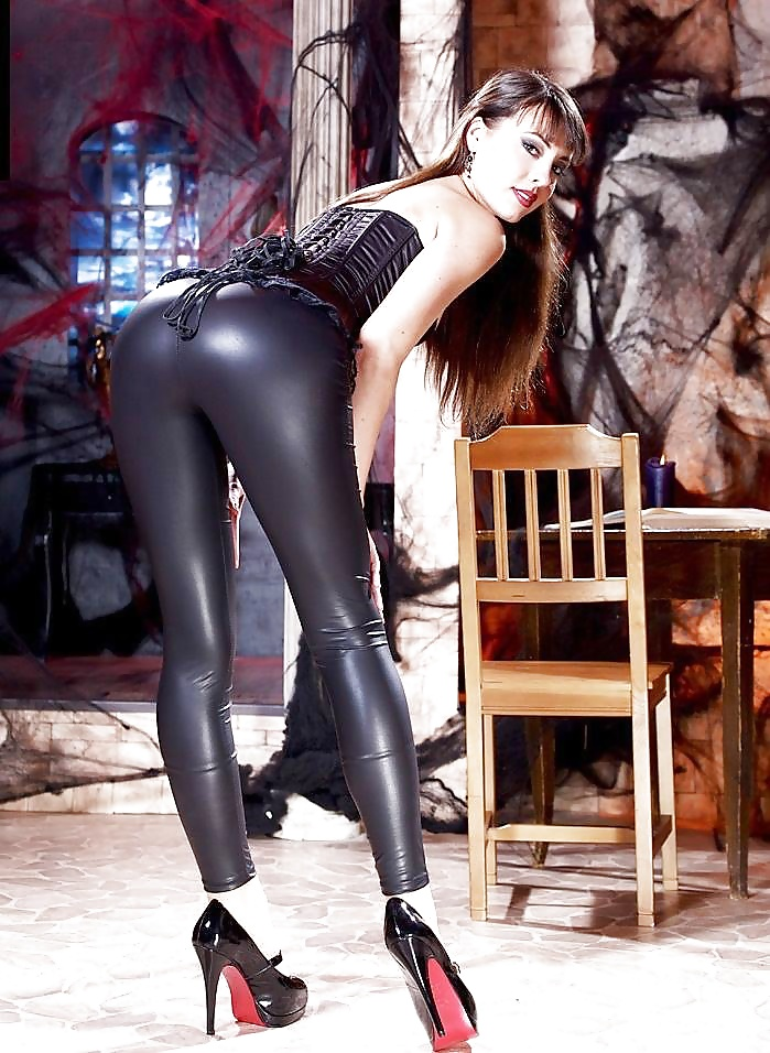 girls-russian-girl-fucking-in-leather-pant