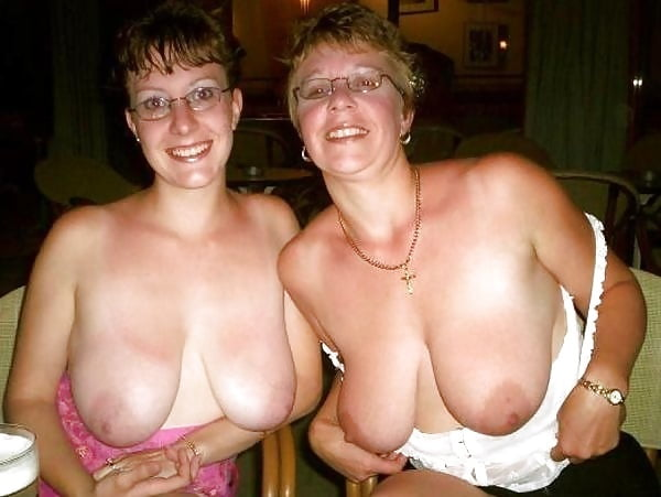 Video flashing tits
