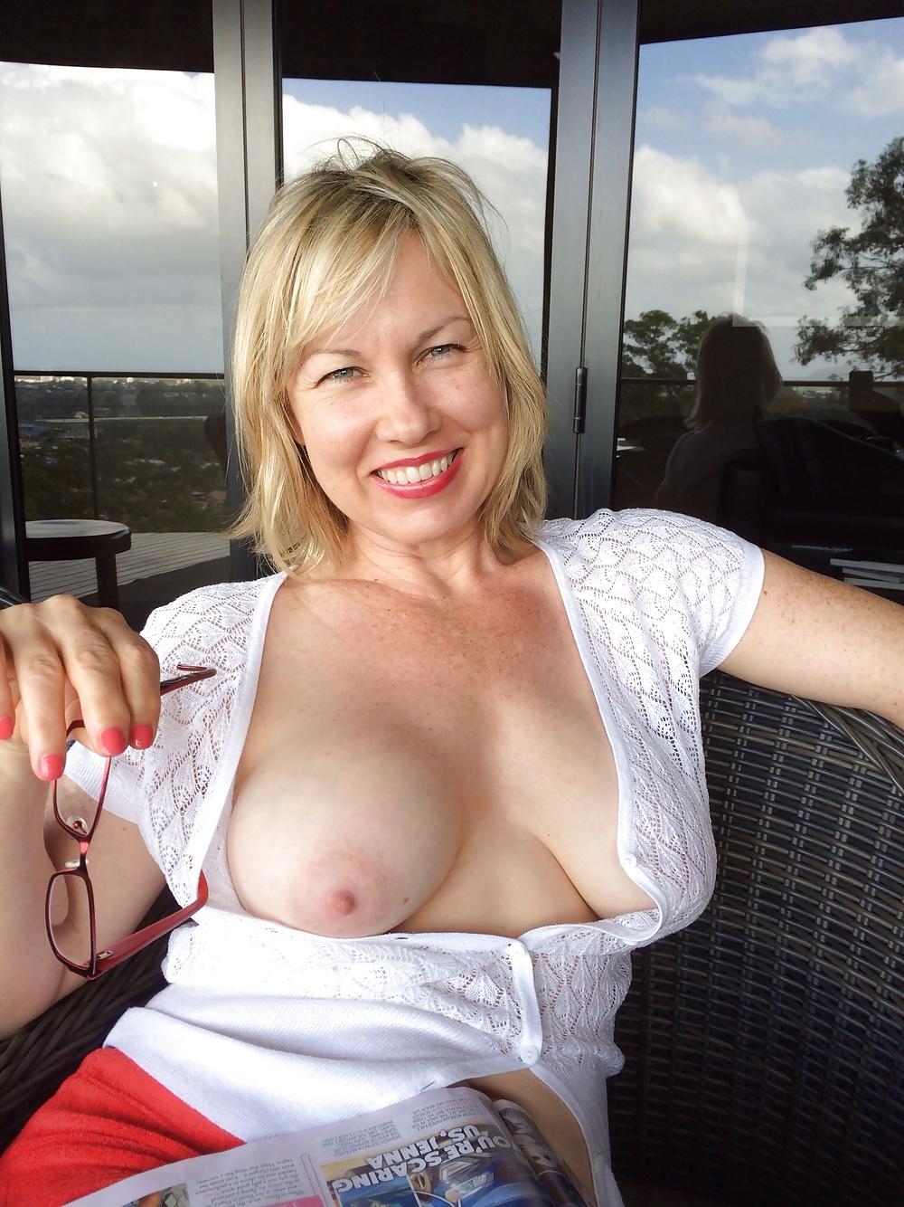 Big tit wives flash porn