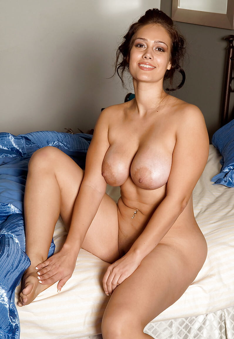 hot-busty-mom-naked