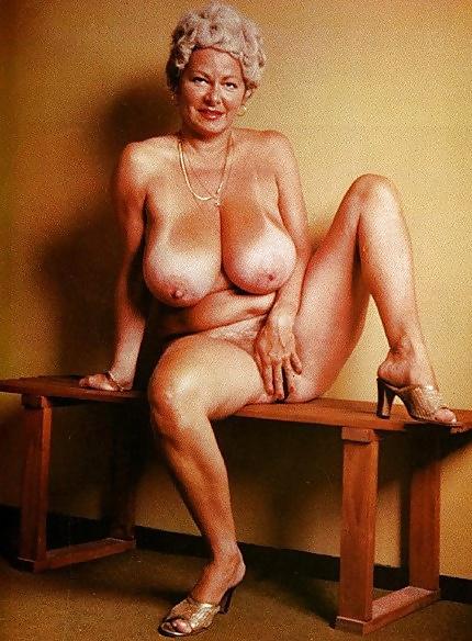 helen-schmidt-busty-young-trannies-nude