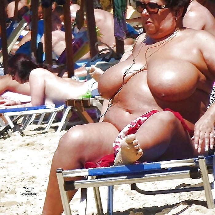fat-tits-at-the-beach-indian-college-candid-pic