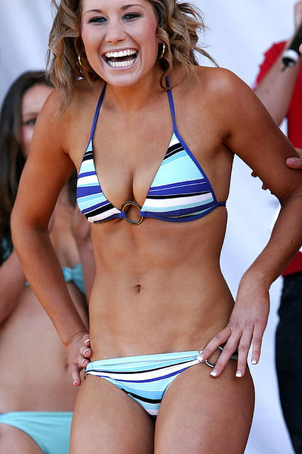 2010 hooter girl bikini contest