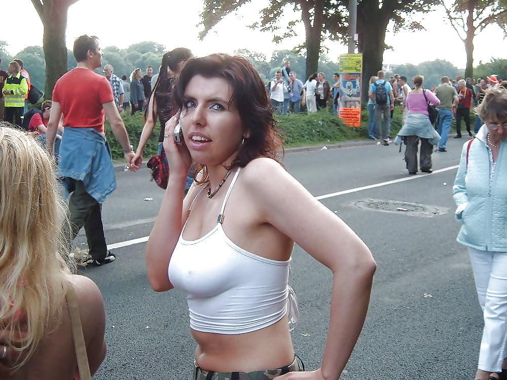 сиял, как подглядывание на улицах за девушками без лифчика под одеждой взяла