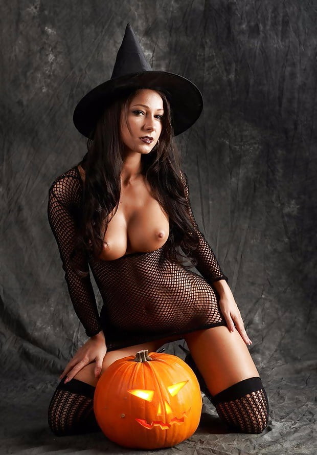 hot-sexy-halloween-girls-get-naked