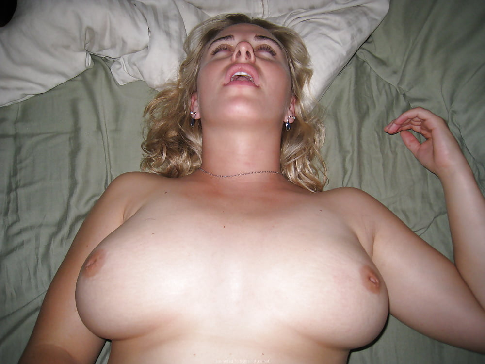 Hot naked blonde that looks like