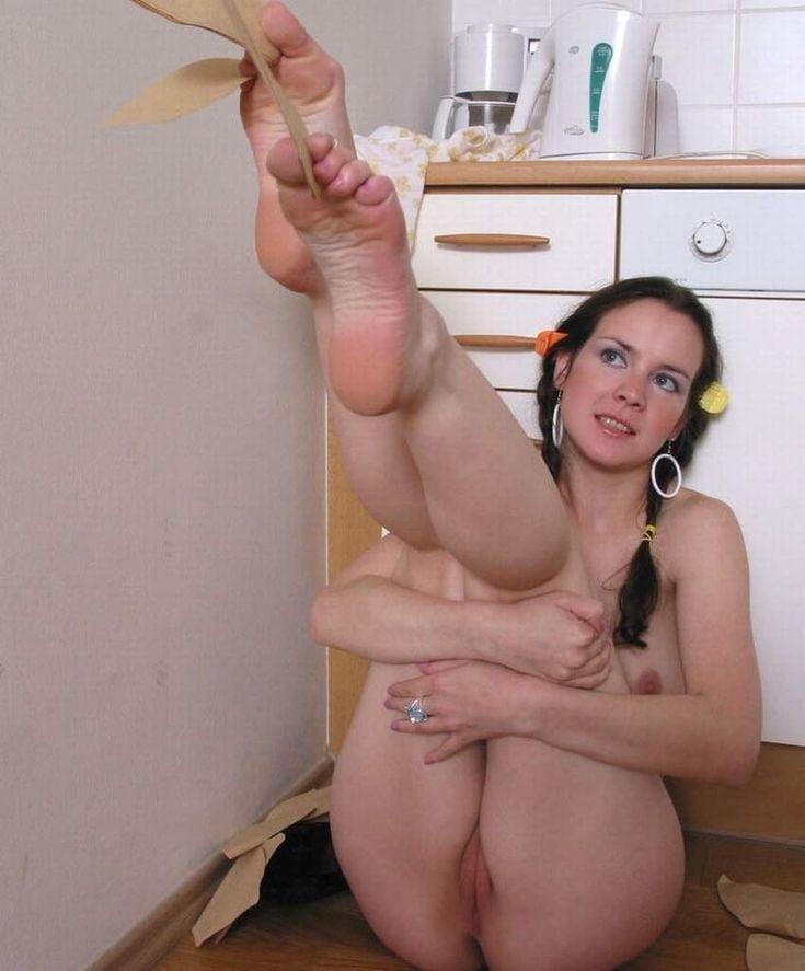 Sexy amateur girls bare feet