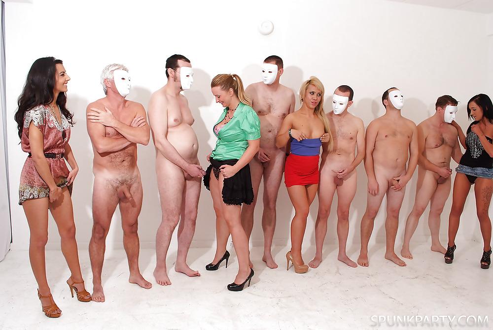 Фото голых мужиков и женщины трахнул актрису порево