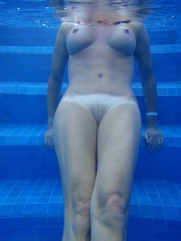 Сексе подглядываем в бассейне видео онлайн отблагодарила бездомного