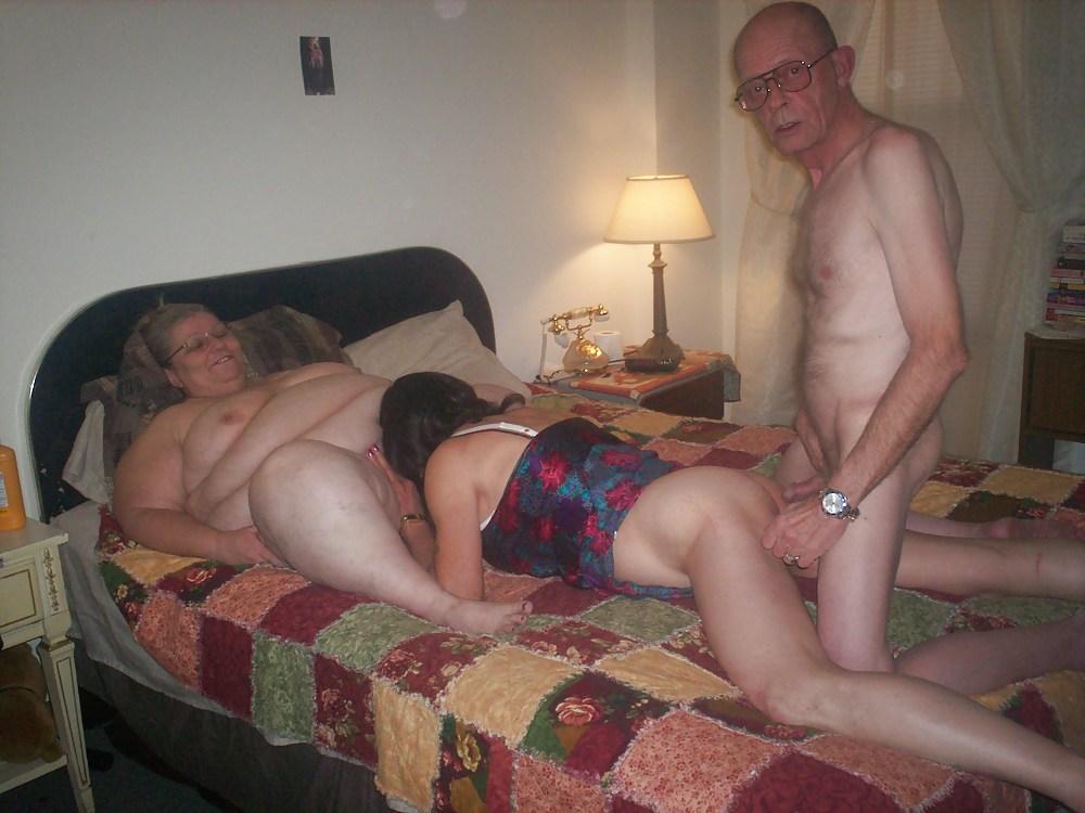 смотреть порнографию старые извращенцы немного между