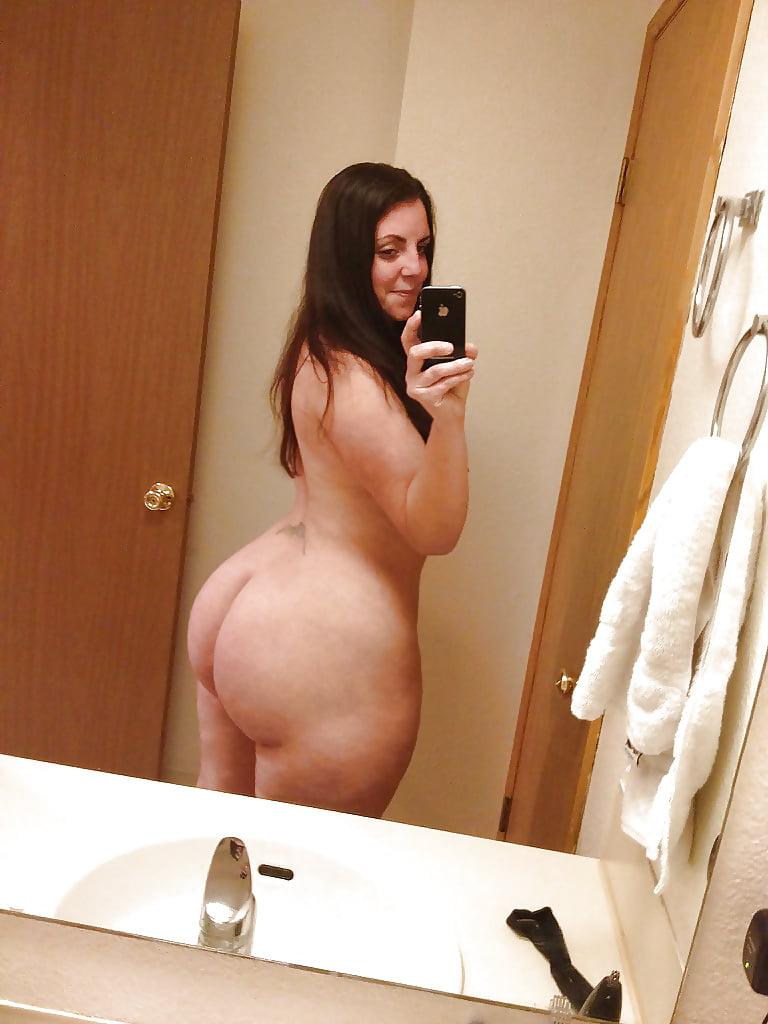 Curvy black girls nude selfie
