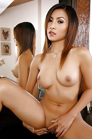 Hots Erena Pine Nude Gif