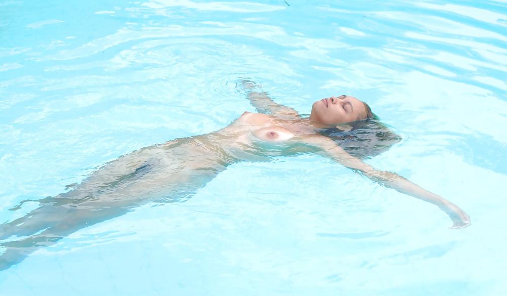 Sexy nude girls swimming