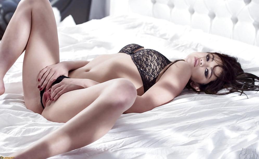 Selena gomez teases cleavage in sexy mini dress in london