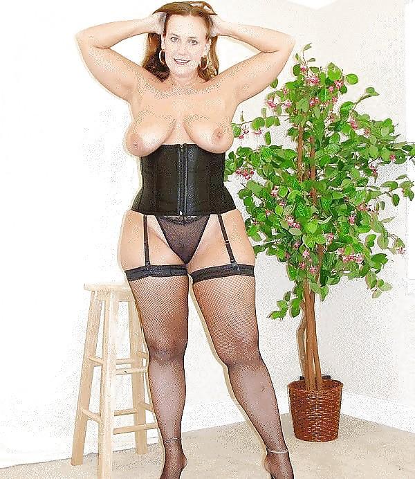 или платили зрелая дама с широкими бедрами одела чулки может быть интереснее