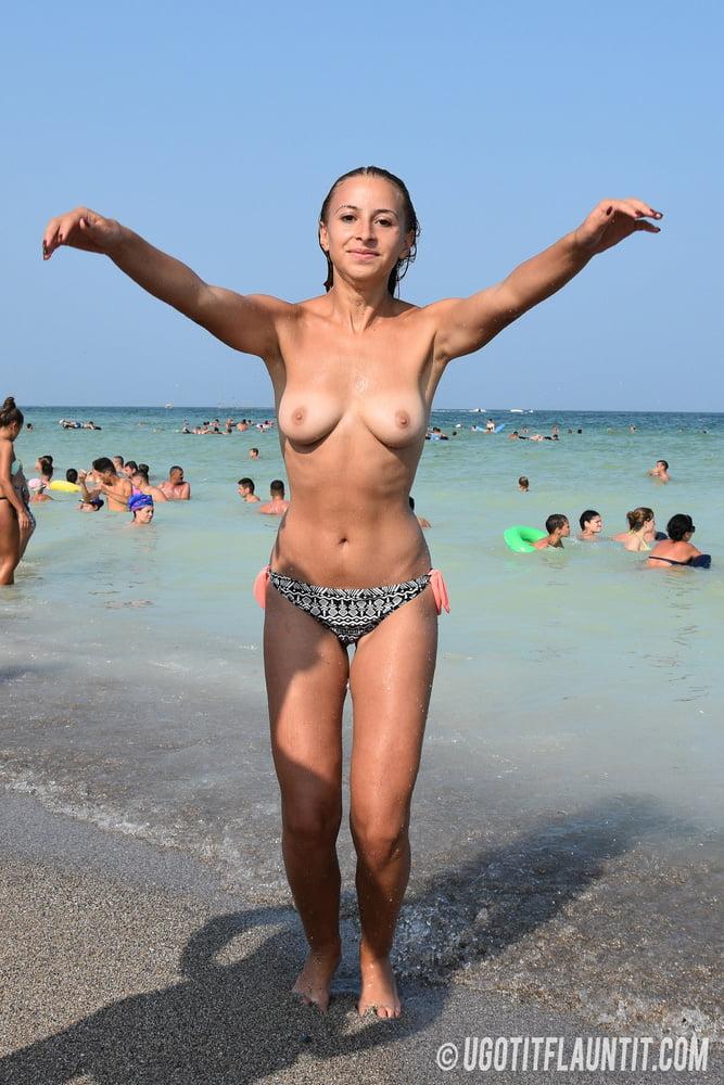 Topless a la plage