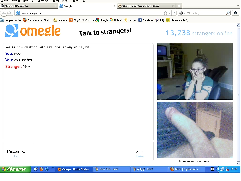 Chatroulette female fisting her cootchie
