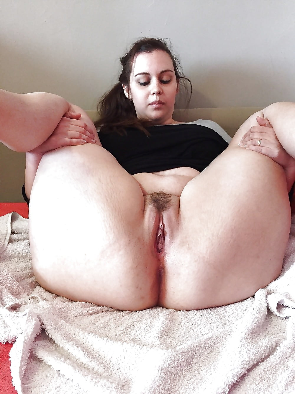 Fat pussy spreading download, video downloads girls