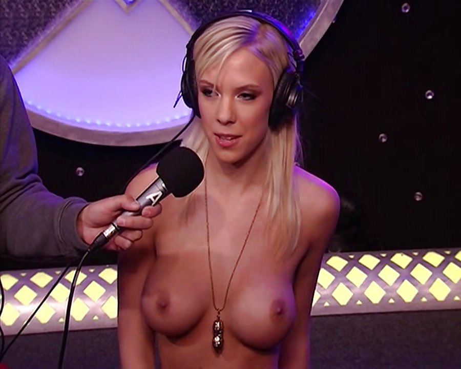 strips-nude-for-howard-stern