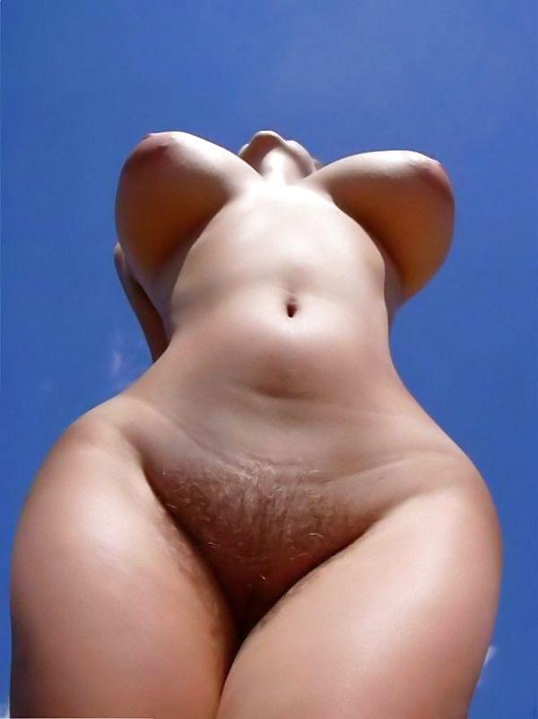 Эро фото девушки с фигурой груши