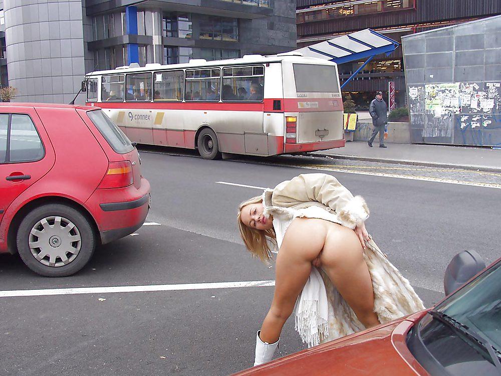 Галерея девушка показывает жопу на салтовке милиционером грей