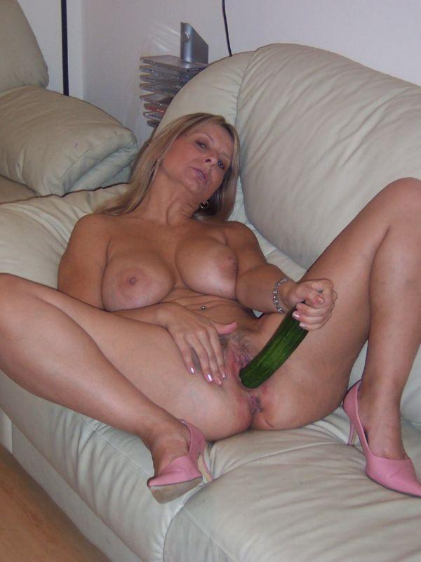 Зрелая женщина тайно мастурбирует, порно видео домашнее в сочи
