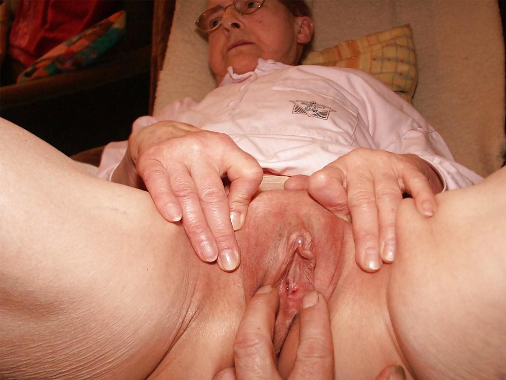 Старые женщины с распахнутым влагалищем фото