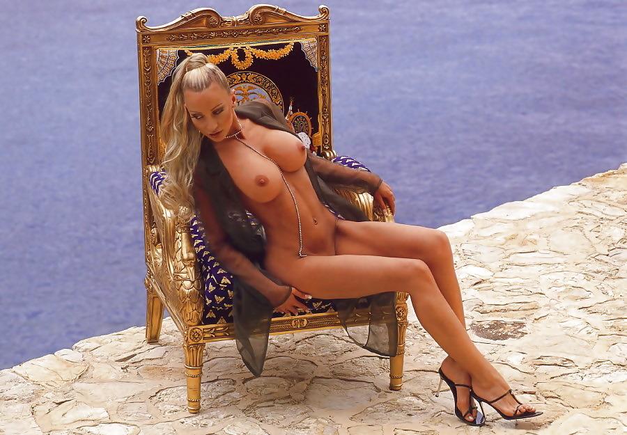 Ramona sexy busty amateur