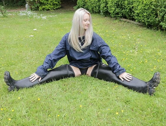 Sexy girls in waders — pic 1