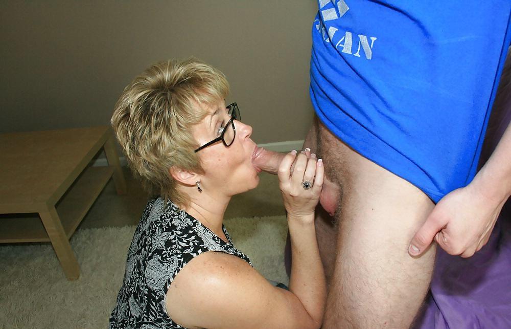 сексуальной мамочке нужен член трогал