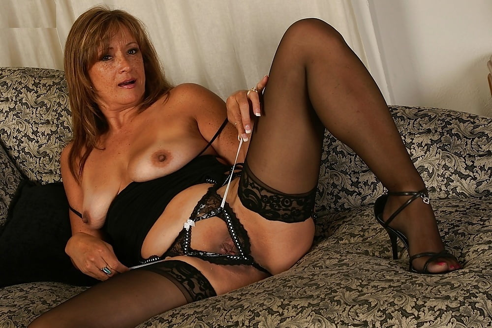 Sexy mature babes in stockings