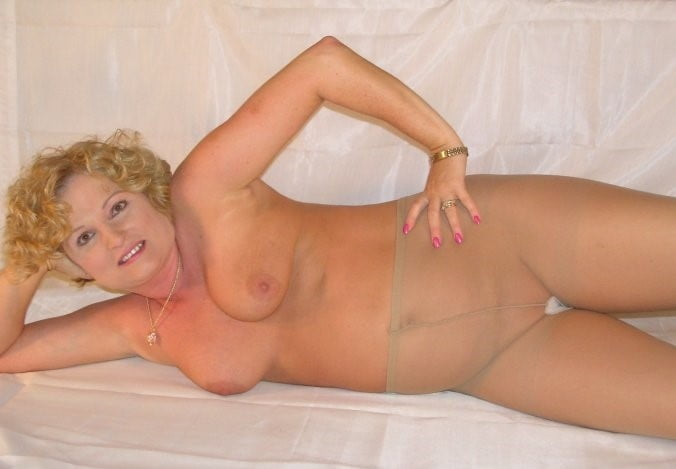 Sexy matures, curvy, and BBWs in pantyhose mix 5 - 50 Pics
