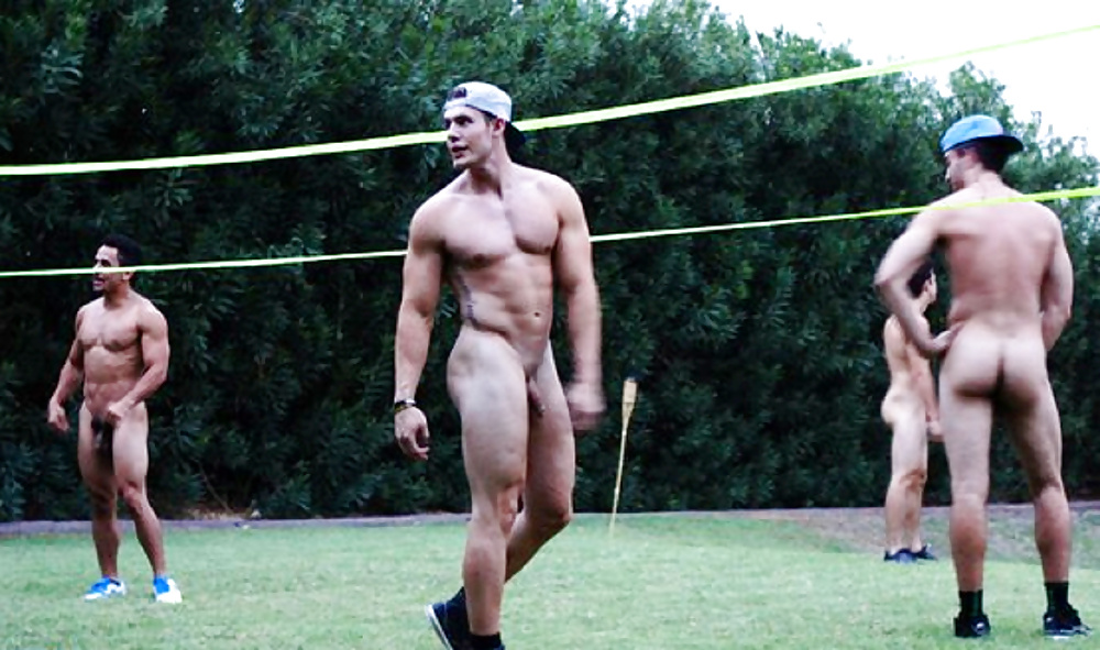 nude-male-golfer