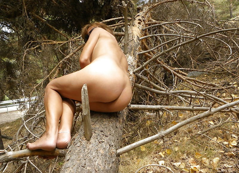 muddy-and-nude-in-the-forest
