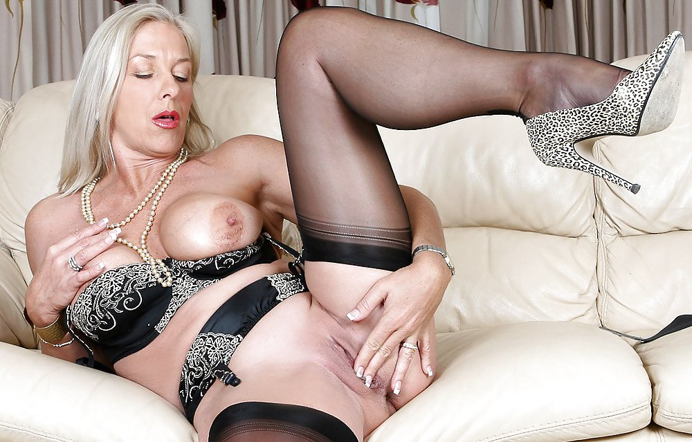 Mature stockings milf showing ass off