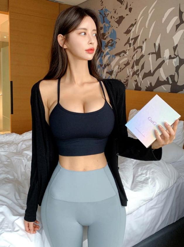 Your favorite Asian girls - 18 Pics