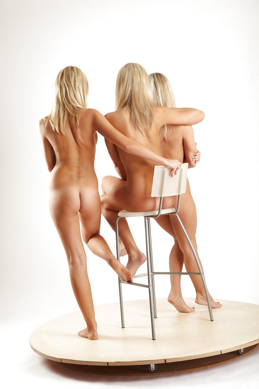Фото голых в трио