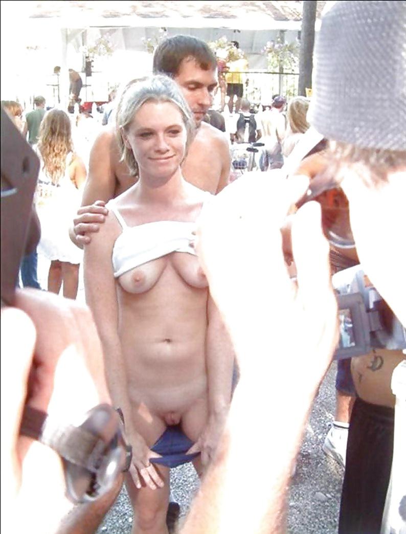 Public nudity risky amateur flashes